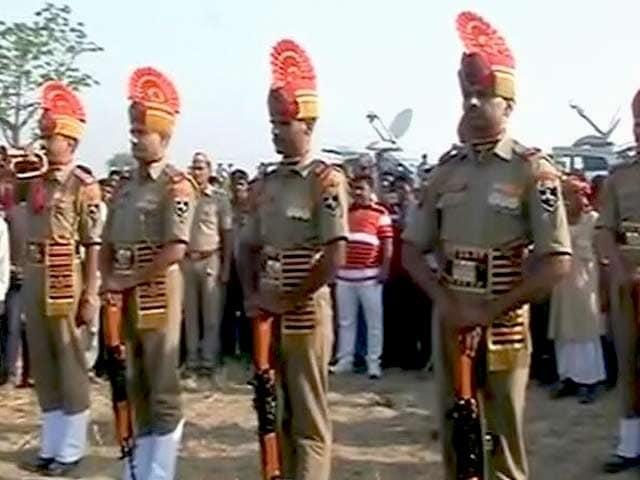 Video : इंडिया 8 बजे : भारत ने पाकिस्तान को बर्बरता के सबूत सौंपे