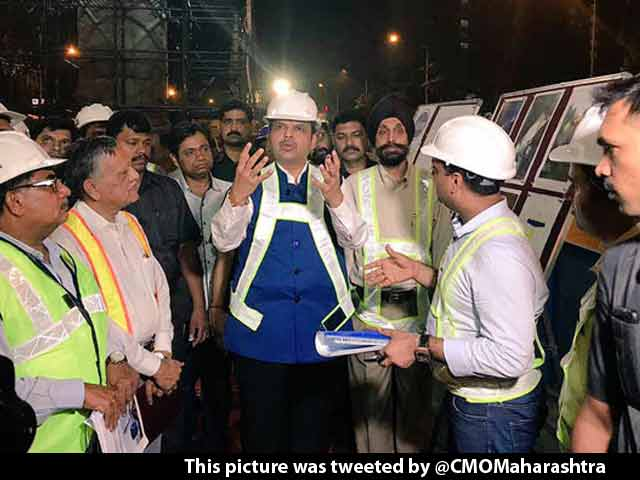 Video : Night Shift: Devendra Fadnavis Tours Mumbai From Midnight To 3:30 AM