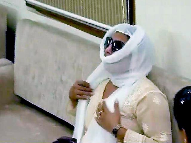 Video : हनी ट्रैप केस में महिला का पिता और भाई गिरफ्तार