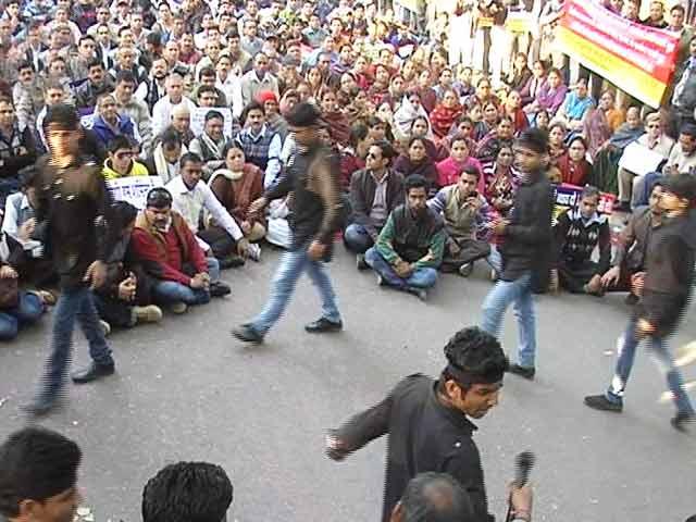 Video : इंडिया 8 बजे : निर्भया कांड के दोषियों को फांसी की सजा बरकरार