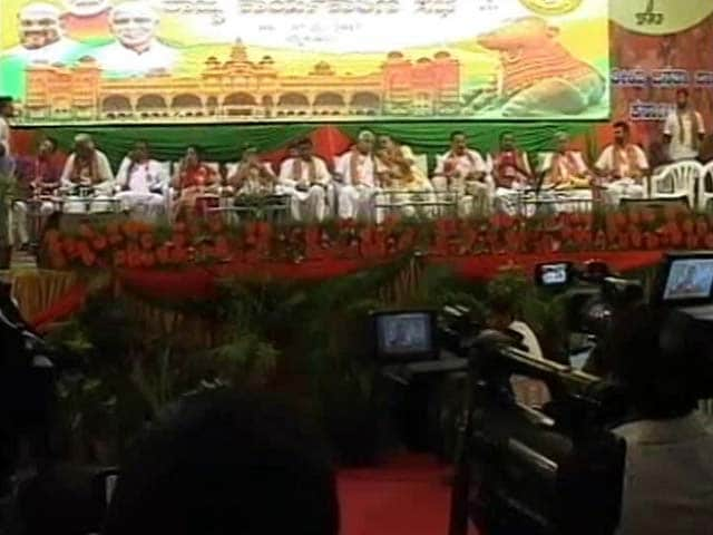 Video : Karnataka BJP Tries To Fix Cracks, Leaders Asked To 'Work As A Family'