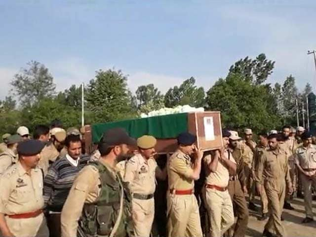 Video : Thousands At Terrorist's Funeral In Kashmir, Just Family For Cop He Shot
