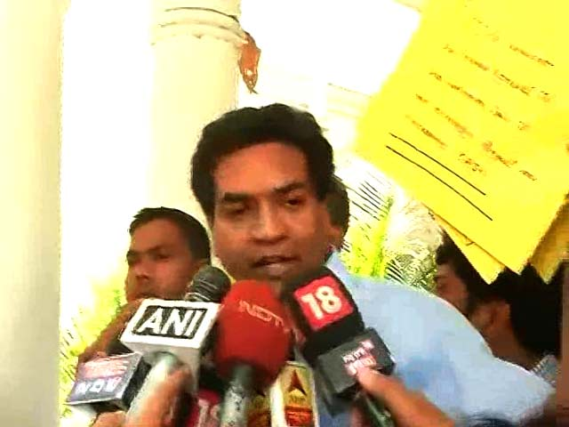 Video : Ex-Minister's 'Proof' Against Arvind Kejriwal In Envelopes