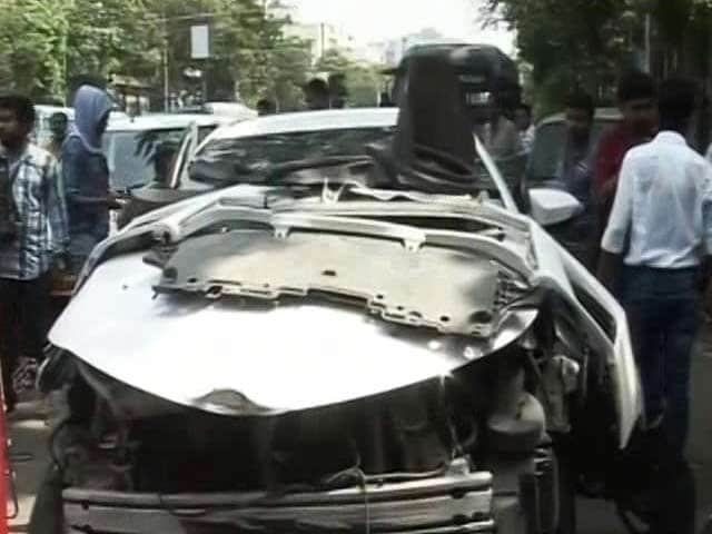 Video : Sonika Chauhan Car Crash: Kolkata Police Record Actor Vikram Chatterjee's Statement