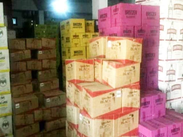 Videos : दमन में शराब कारोबारी रमेश पटेल के ठिकानों पर ईडी की छापेमारी