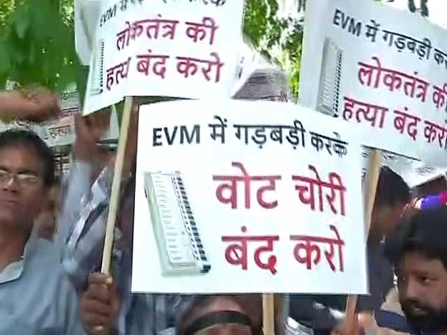 Video : AAP Workers Show Up Outside Election Commission Office, Ramp Up Anti-EVMs Protest