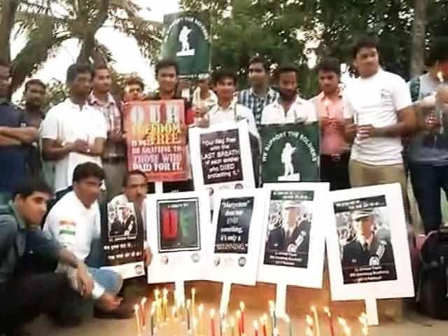 Video : इंडिया 9 बजे : शहीद लेफ्टिनेंट उमर फ़ैयाज़ को श्रद्धांजलि देने इंडिया गेट पर उमड़ा जन सैलाब