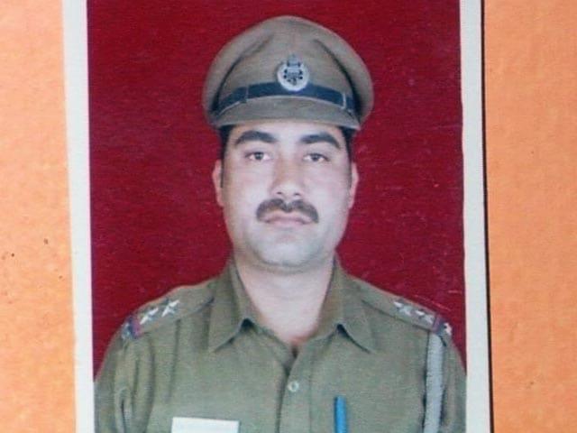 Videos : दिल्ली पुलिस के इंस्पेक्टर की खुदकुशी को लेकर IPS के खिलाफ शिकायत