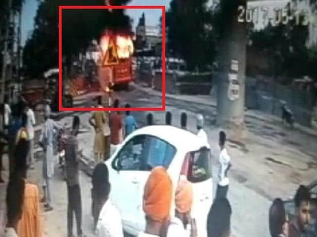 Videos : पंजाब और यूपी में आग लगने की विभिन्न घटनाओं में गई 3 लोगों की जान