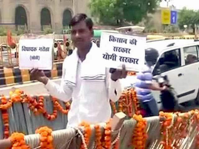 Videos : उत्तर प्रदेश- बैलगाड़ी से विधानसभा पहुंचे भाजपा विधायक