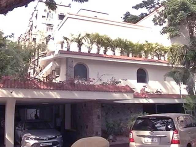Video : कांग्रेस नेता पी चिदंबरम और उनके बेटे के घरों पर CBI के छापे