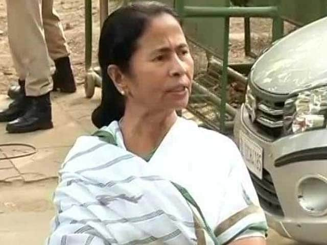 Video : 'We Will Be There,' Mamata Banerjee Tweets Lalu Yadav Amid Tax Raids