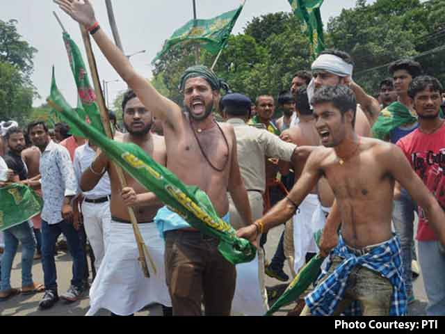 Video : Shirtless Protest By Lalu Yadav's Partymen At BJP Office Day After Raids