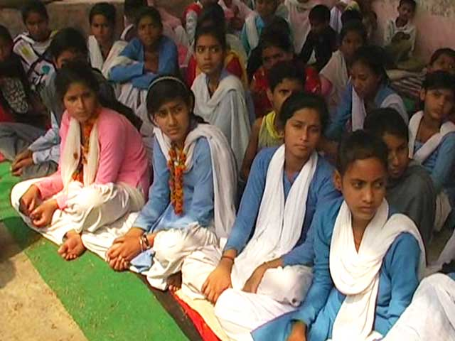 Video : Haryana Girls Break 8-Day Fast After Government Upgrades Village School
