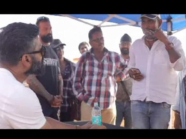 Video : Suniel Shetty Pranks His Crew