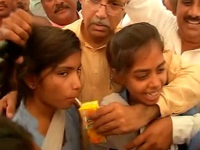Video : रेवाड़ी में स्कूली बच्चियां जीती, झुकी सरकार...
