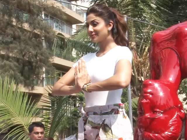 Video : Bend It Like Shilpa Shetty! Actress Inaugurated A Yoga Statue In Mumbai