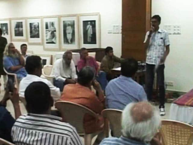 Videos : अहमदाबाद की सेंट्रल जेल के क़ैदियों ने निकाली पत्रिका