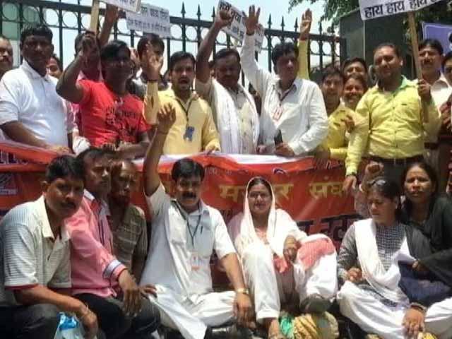 Videos : फिर हड़ताल पर पूर्वी दिल्ली के सफ़ाई कर्मचारी, दो महीने के बकाए वेतन की मांग