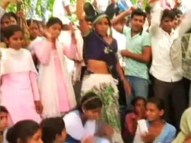 Video : प्राइम टाइम इंट्रो : लड़कों की दादागीरी से लड़ती लड़कियां