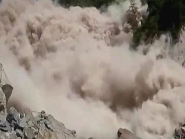 Video : Thousands Remain Stranded After Landslide Near Badrinath