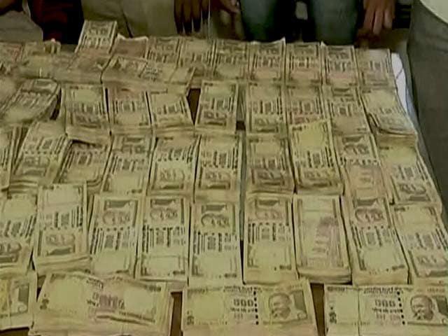 Videos : सूरत : 6 करोड़ के प्रतिबंधित नोट बरामद