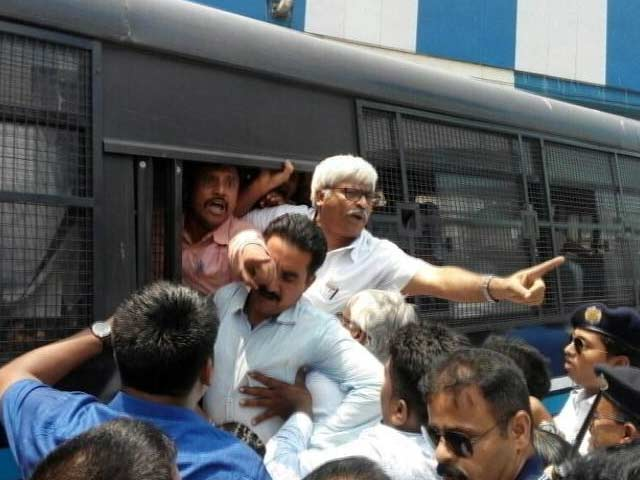 Kolkata Turns Battlefield As Left Protesters, Police Clash, Journalists Beaten Up