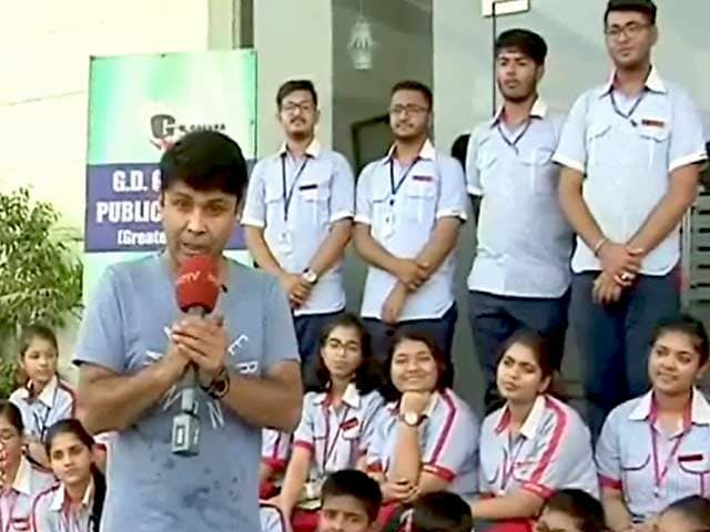 Video   RJ Naved Of Radio Mirchi Lends His Support To Behtar India Campaign 5fceda9387f