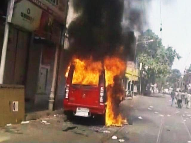 Video : बीजेपी कार्यकर्ताओं ने किया ममता सरकार के खिलाफ प्रदर्शन