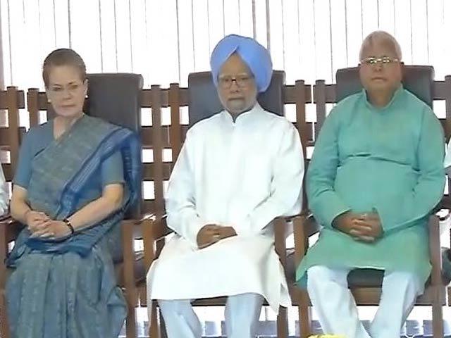 Videos : इंडिया 8 बजे : सोनिया गांधी के बुलावे पर जुटे विपक्षी नेता