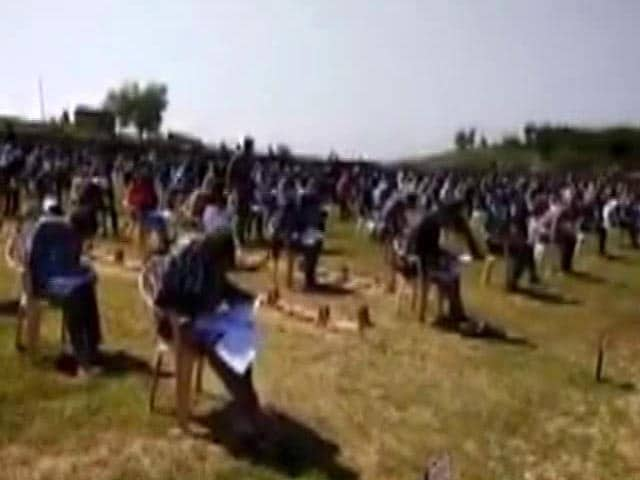 Video : In Jammu And Kashmir, 800 Young Men Appear For Army Exam Amid Unrest