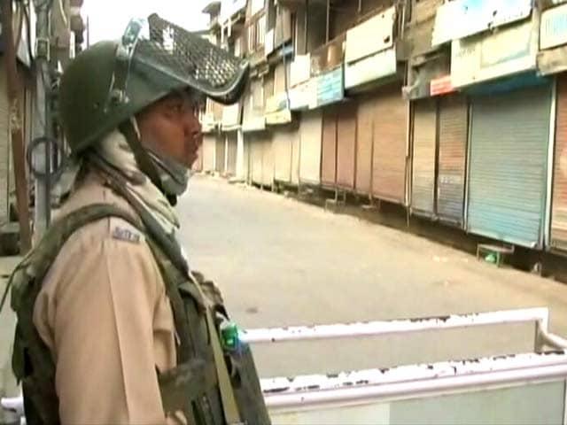 Video : Curfew In Srinagar Day After Hizbul Commander Sabzar Ahmad Bhat Killed