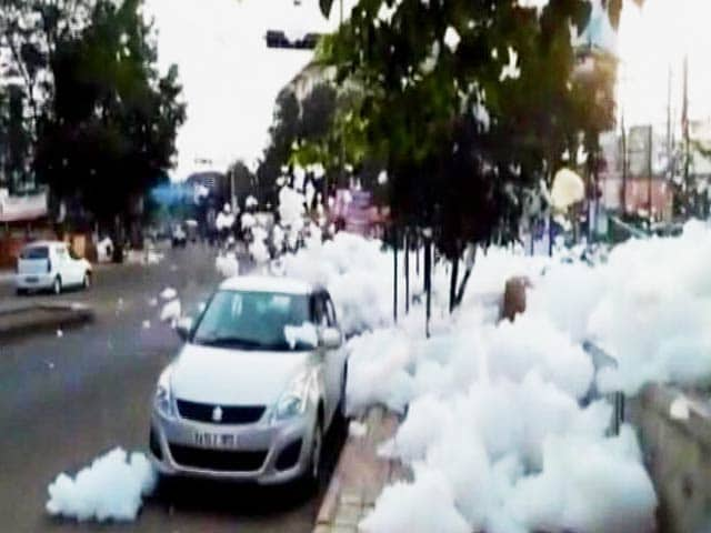 Video : Foam Back In Strength In Bengaluru's Varthur Lake, Sprays Motorists