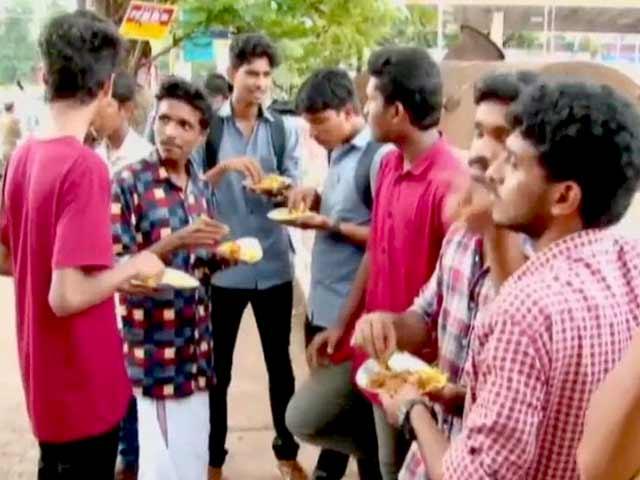 Video : केरल : बछड़ा काटने का वीडियो सामने आने के बाद विवाद बढ़ा