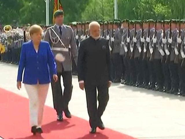 Video : PM Modi Gets Ceremonial Welcome In Berlin