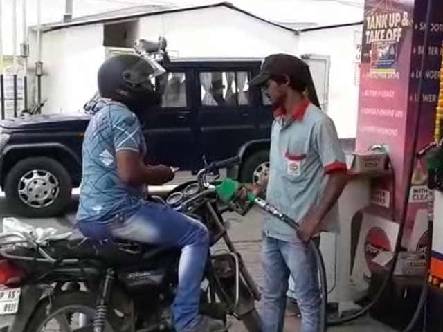 Videos : वाराणसी में नई पहल- हेलमेट नहीं तो पेट्रोल नहीं