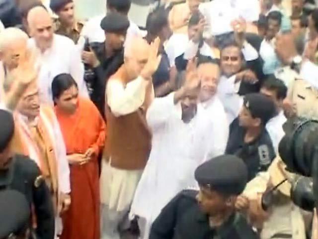 Videos : इंडिया 8 बजे :  बाबरी मस्जिद कांड में आडवाणी और जोशी समेत 12 लोगों पर चलेगा मुकदमा