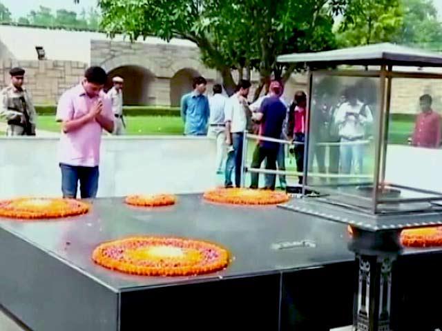 Video : राजघाट पहुंचे कपिल मिश्रा ने साधा अरविंद केजरीवाल पर निशाना