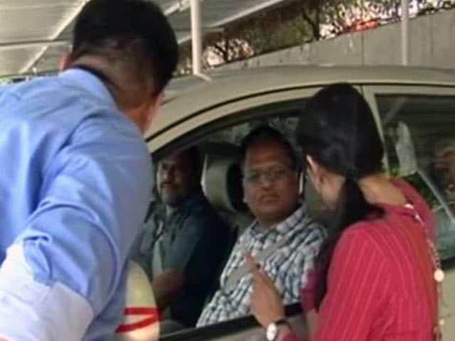 Video : बड़ी ख़बर : हवाला मामले में  दिल्ली के स्वास्थ्य मंत्री से CBI ने की पूछताछ