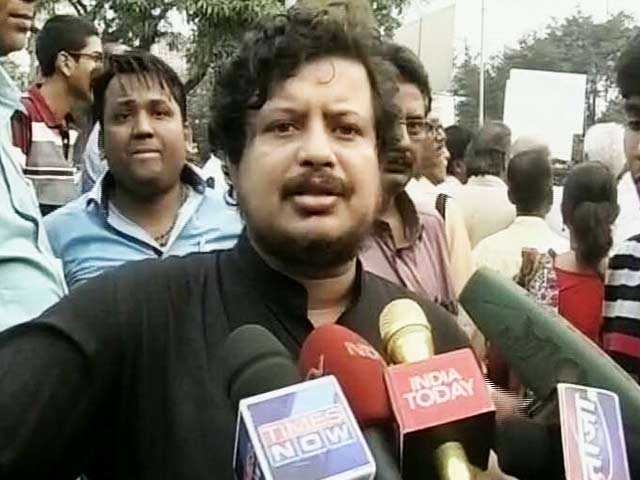 Videos : इंडिया 8 बजे : महंगी जीवन शैली के चलते सीपीएम सांसद पार्टी से निलंबित