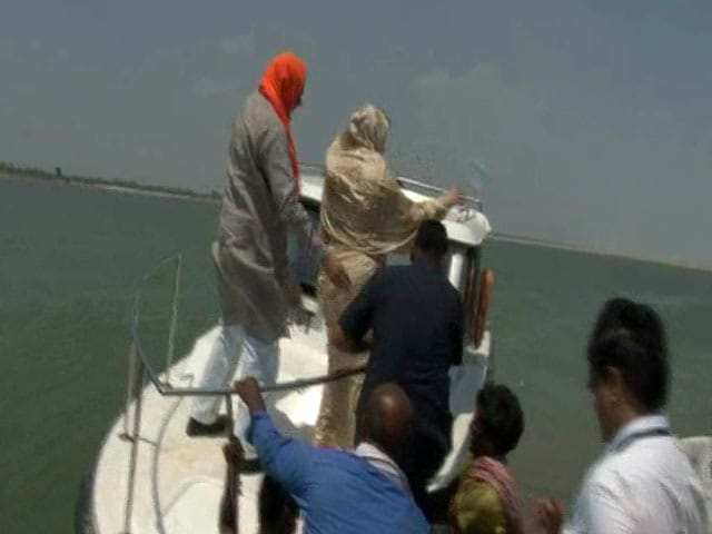 Video : On Camera: UP Water Minister By Side, BJP Lawmaker Tosses Bottle In River