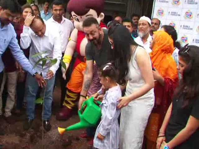 Sanjay Dutt & Manyata Support 1000 Tree Plantation