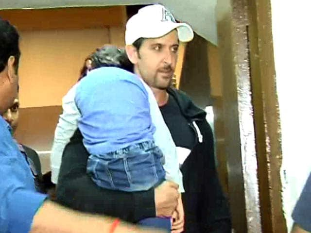 Video : Hrithik & Sussanne Take Kids Out For A Movie