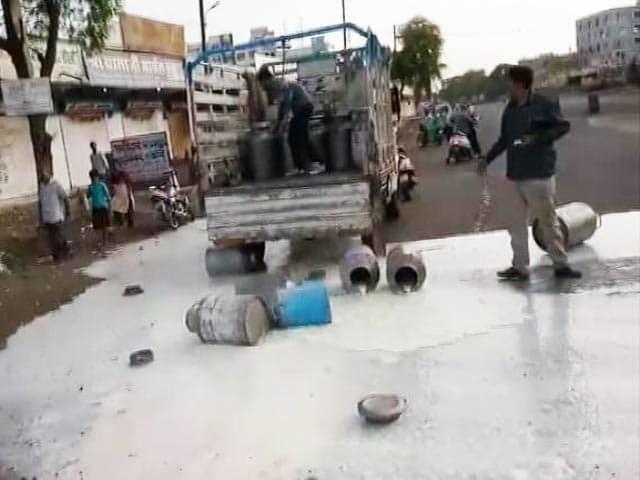 Videos : मध्य प्रदेश में उग्र हुआ किसानों का आंदोलन