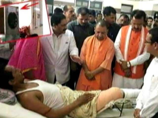 Video : सीएम योगी आदित्यनाथ के दौरे से पहले अस्पताल में लगाए कूलर