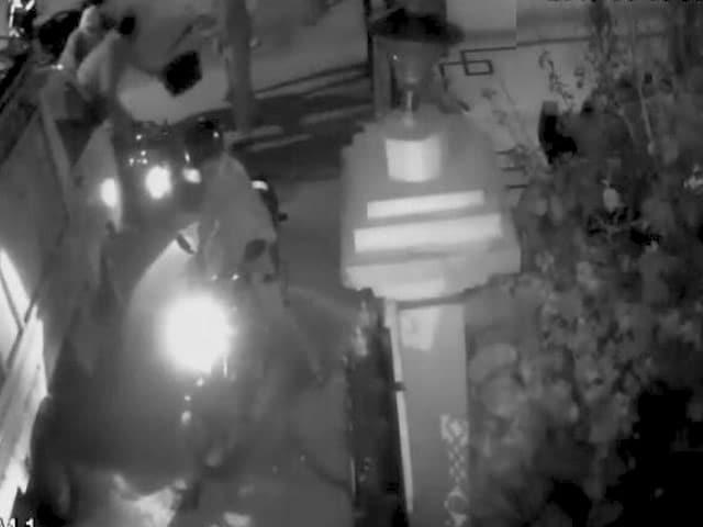 Video : सीतापुर के ट्रिपल मर्डर की वारदात CCTV में हुई कैद
