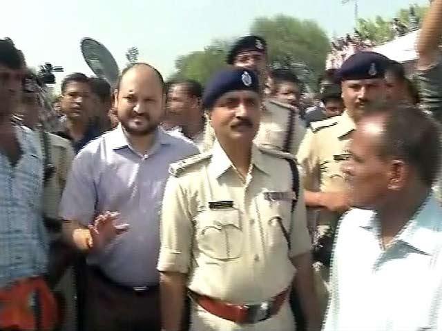 Videos : मंदसौर : समझाने पहुंचे DM पर फूटा किसानों का गुस्सा