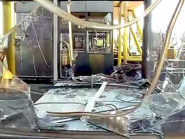 Video : मध्य प्रदेश के खाडू टोल प्लाजा पर तोड़फोड़ और लूटपाट