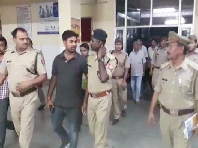 Video : मैनपुरी में ज्वैलर की लूट के बाद गोली मारकर हत्या