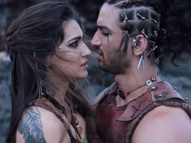 Videos : 'राबता' फिल्म रिव्यू : दमदार एक्शन के साथ अधूरे प्यार की पुरानी कहानी